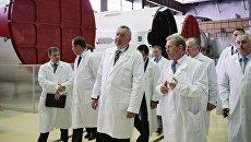 Вице-премьер РФ  Дмитрий Рогозин во время посещения Государственного космического научно-производственного центра имени М. В. Хруничева. 25 августа 2017