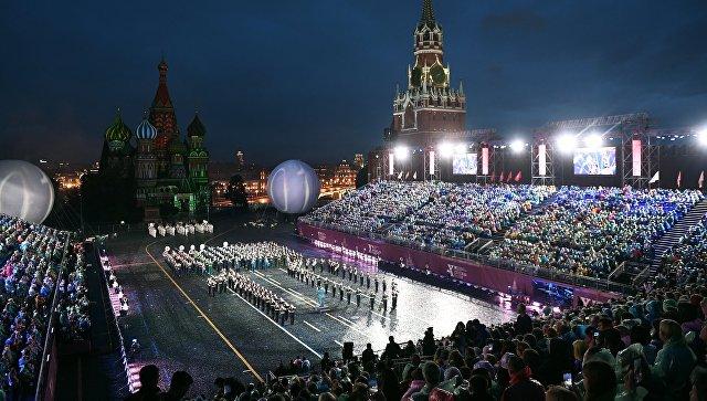 Торжественная церемония открытия X Международного военно-музыкального фестиваля Спасская башня в Москве. 26 августа 2017