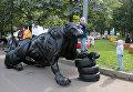 Скульптура леопарда из шин