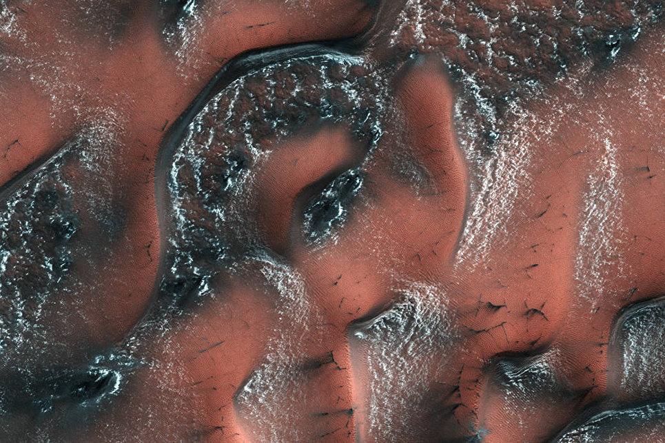 НаБайконуре настартовый стол установлен «Протон-М» соспутником