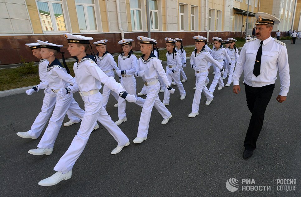 Учащиеся филиала Нахимовского военно-морского училища (Владивостокское президентские кадетское училище) на торжественной линейке, посвященной Дню знаний