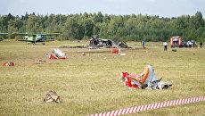 Обломки самолета Ан-2, потерпевшего крушение во время авиашоу, на аэродроме Черное в подмосковной Балашихе. 2 сентиября 2017