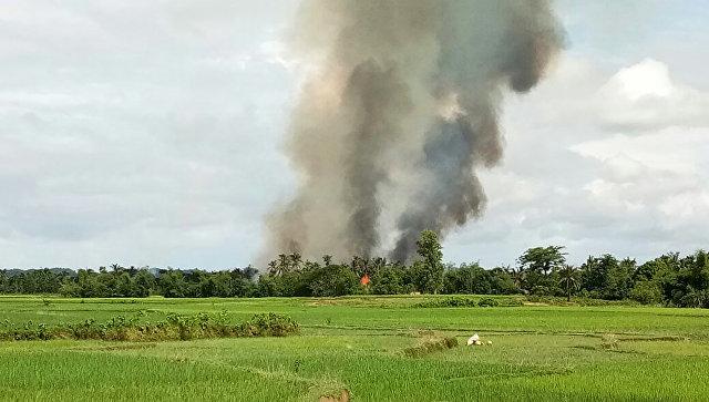 Дым от пожара в штате Ракхайн в Мьянме. Архивное фото
