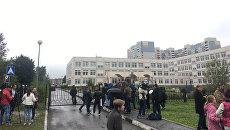 Место стрельбы в школе. Архивное фото