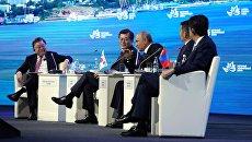 Президент РФ Владимир Путин на пленарном заседании III Восточного экономического форума во Владивостоке