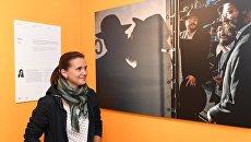 Фотокорреспондент Кристина Кормилицына на выставке работ финалистов Международного конкурса фотожурналистики имени Андрея Стенина в Центре фотографии имени братьев Люмьер в Москве