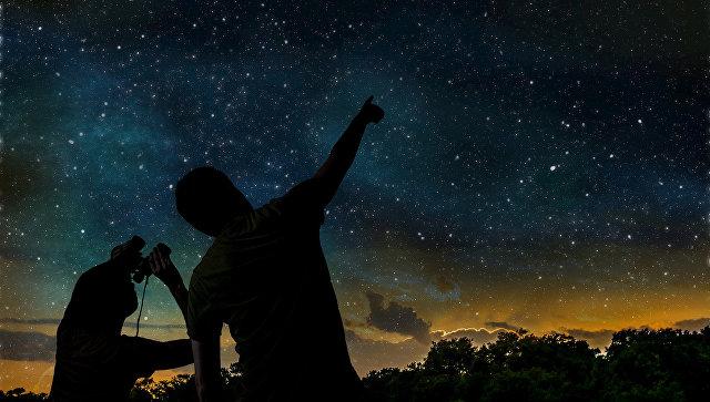 Рисунок людей смотрящих на звездное небо