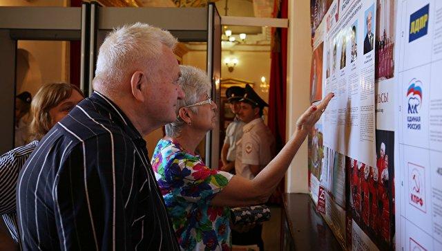 Избиратели в единый день голосования на избирательном участке в Краснодаре. 10 сентября 2017