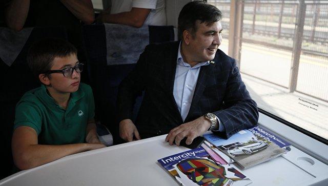 Михаил Саакашвили и его сын Николай в поезде следующем из Польши. 10 сентября 2017