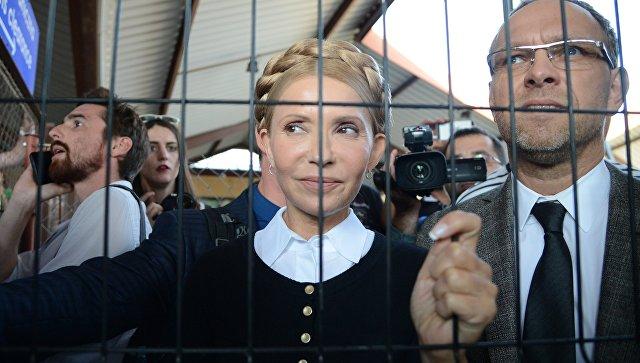 Лидер всеукраинского объединения Батькивщина Юлия Тимошенко на железнодорожном вокзале в польском Пшемышле