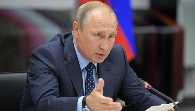 Президент РФ Владимир Путин проводит совещание по развитию легкой промышленности на базе Рязанского кожевенного завода. 24 августа 2017