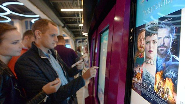 Песков назвал давление накинотеатры из-за «Матильды» проявлением экстремизма