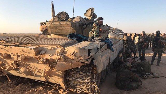 Бойцы сирийской армии на позициях в районе Дейр-эз-Зора