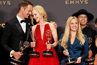 Актеры Александр Скарсгард, Николь Кидман и Риз Уизерспун на церемонии награждения телевизионной премии Эмми-2017 в Лос-Анджелесе
