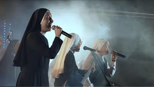 Католические монахини основали рок-группу идают концерты повсей планете