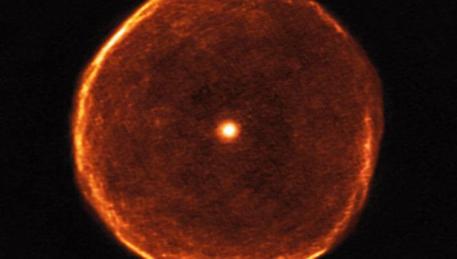Ученые получили снимки гигантского «глаза» престарелой звезды Uвкосмосе