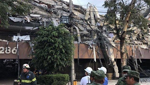 После землетрясения в Мехико под завалами остаются не менее 40 человек