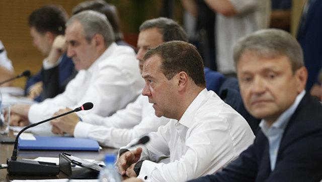 Медведев предложит Путину сохранить условия снобжения деньгами АПК в 2018-ом