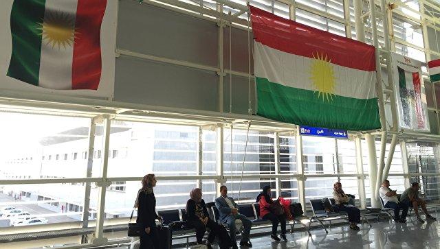 Флаги Иракского Курдистана в аэропорту в Эрбиле. Архивное фото