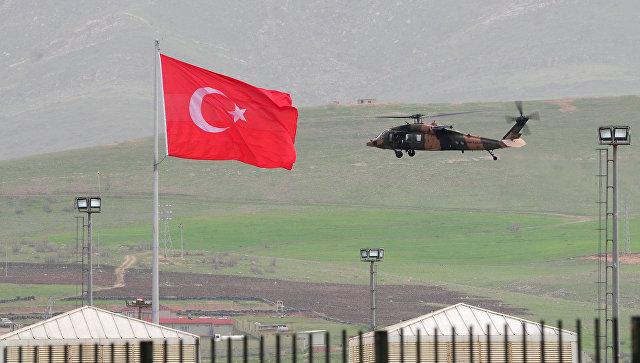 Вертолет ВВС Турции неподалеку от турецко-иракской границы