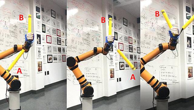 Робот, вращающий нунчаки