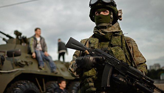 Военнослужащий на фестивале Армия России в Москве
