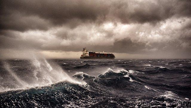 Шторм сорвал российское судно сякоря иунёс вЧёрное море