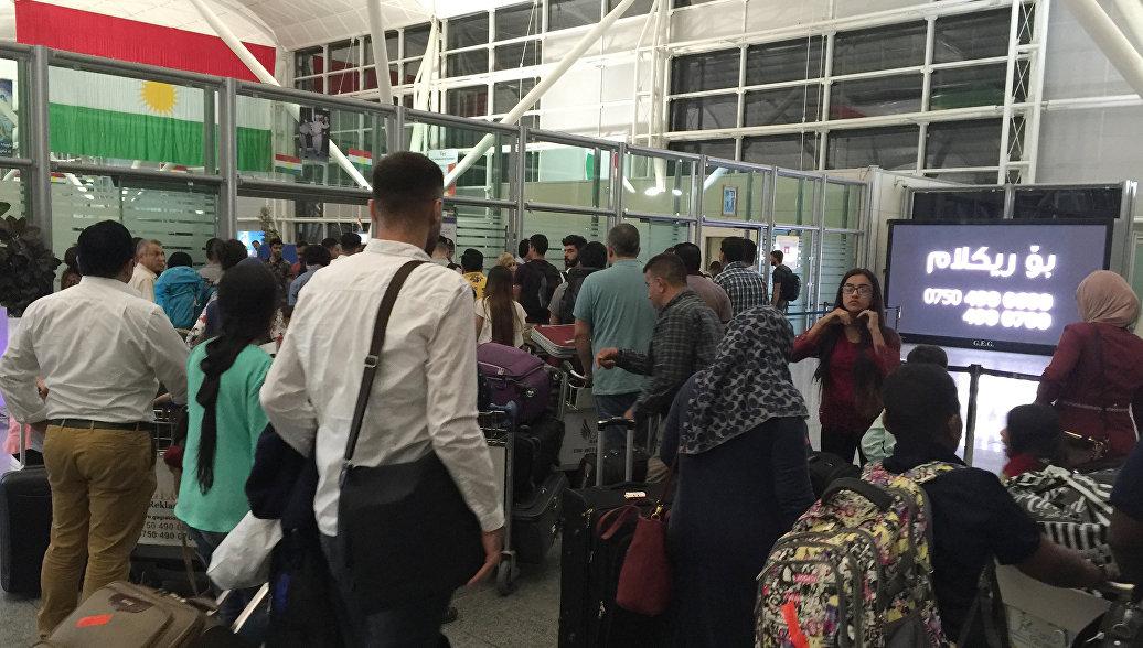 Тысячи людей, желающих покинуть Курдистан, скопились на турецкой границе