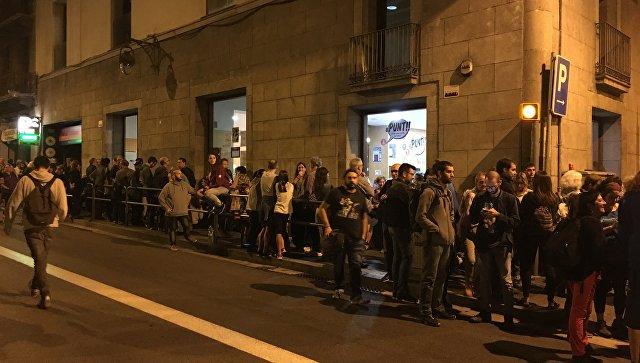 Референдум вКаталонии: милиция  научастках ивертолеты внебе