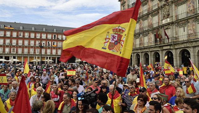 Демонстрация против референдума о независимости Каталонии в Мадриде, Испания