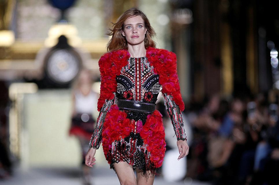 Наталья Водянова участвует в показе Olivier Rousteing в рамках Недели моды в Париже