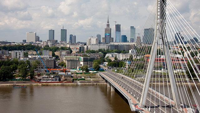 Вид на Свентокшиский мост через реку Висла в Варшаве. Архивное фото