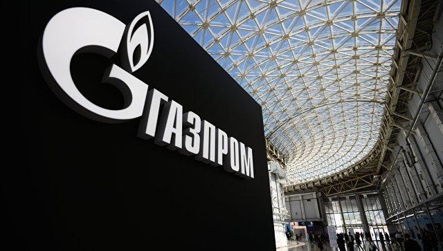 Стенд с логотипом компании Газпром. Архивное фото