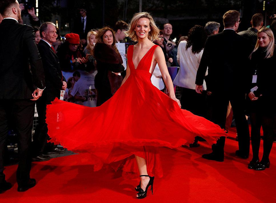 Актриса Шарлотта Кэрролл на красной дорожке перед показом фильма Дыши ради нас в рамках Лондонского кинофестиваля