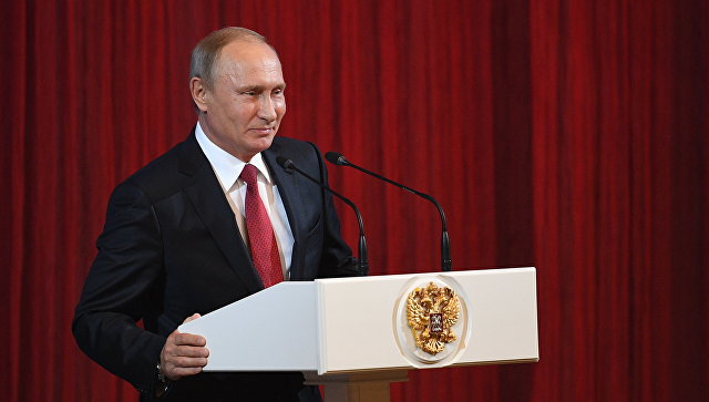 Владимир Путин выступает на праздничном концерте по случаю Дня учителя. 5 октября 2017