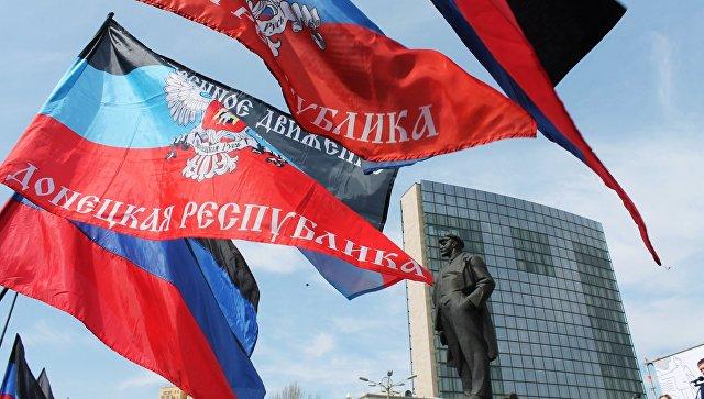 Флаги ДНР в Донецке. Архивное фото