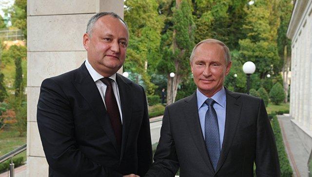 Президент РФ Владимир Путин и президент Республики Молдова Игорь Додон во время встречи. 10 октября 2017
