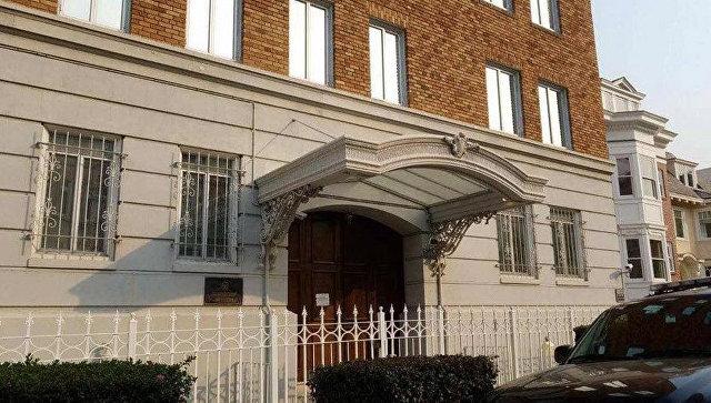 Здание консульства РФ в Сан-Франциско со снятым российским флагом. Архивное фото