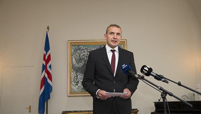 Президент Исландии сломал нос вванной