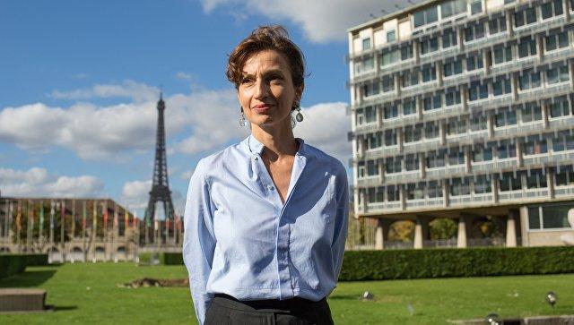 Избранный генеральный директор ЮНЕСКО Одри Азуле рядом со зданием генерального штаба ЮНЕСКО в Париже. 13 октября 2017