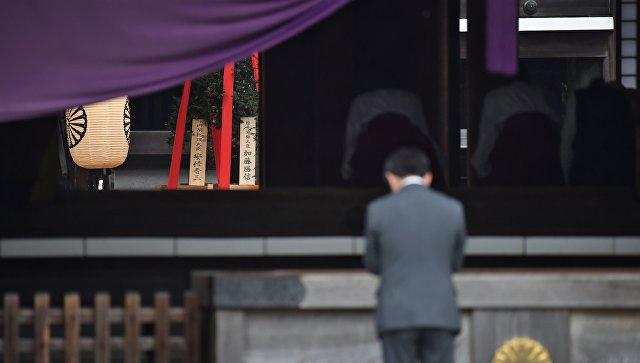 Премьер-министр Японии Синдзо Абэ в храме Ясукуни. Архивное фото