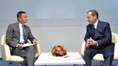 Дмитрий Медведев во время встречи с председателем совета директоров компании «Alibaba Group» Джеком Ма  на полях форума Открытые инновации. 17 октября 2017