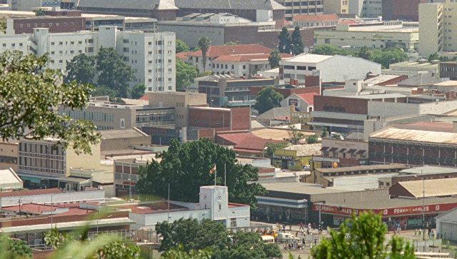 Посольство Британии в Зимбабве советует британцам оставаться дома