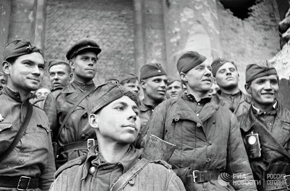 Бойцы, штурмовавшие Рейхстаг - взвод разведки 674 стрелкового полка 150-й стрелковой Идрицкой дивизии