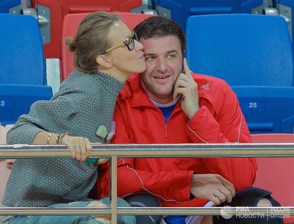 Актер Максим Виторган с женой, телеведущей Ксенией Собчак, на футбольном турнире в честь 20-летия Квартета И в СК ЦСКА Игровой