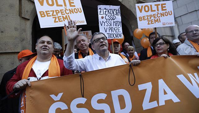 Министр иностранных дел Чехии Любомир Заоралек во время предвыборного митинга в Праге. 15 октября 2017