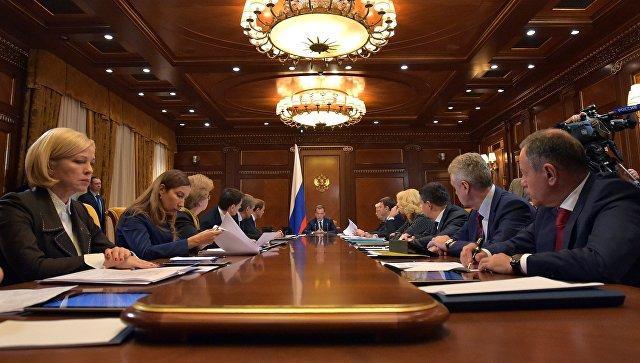Медведев: Экспорт автопрома исельхозмашиностроения нужно увеличивать