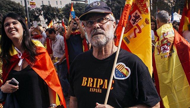 МИД Испании назвал часть фото столкновения с полицией на референдуме фейком