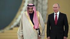 Президент РФ Владимир Путин и король Саудовской Аравии Сальман Бен Абдель Азиз Аль Сауд во время встречи