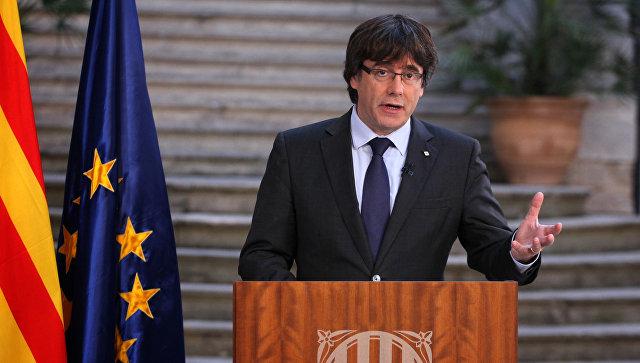 Глава женералитета Каталонии Карлес Пучдемон во время выступления в Барселоне. 28 октября 2017